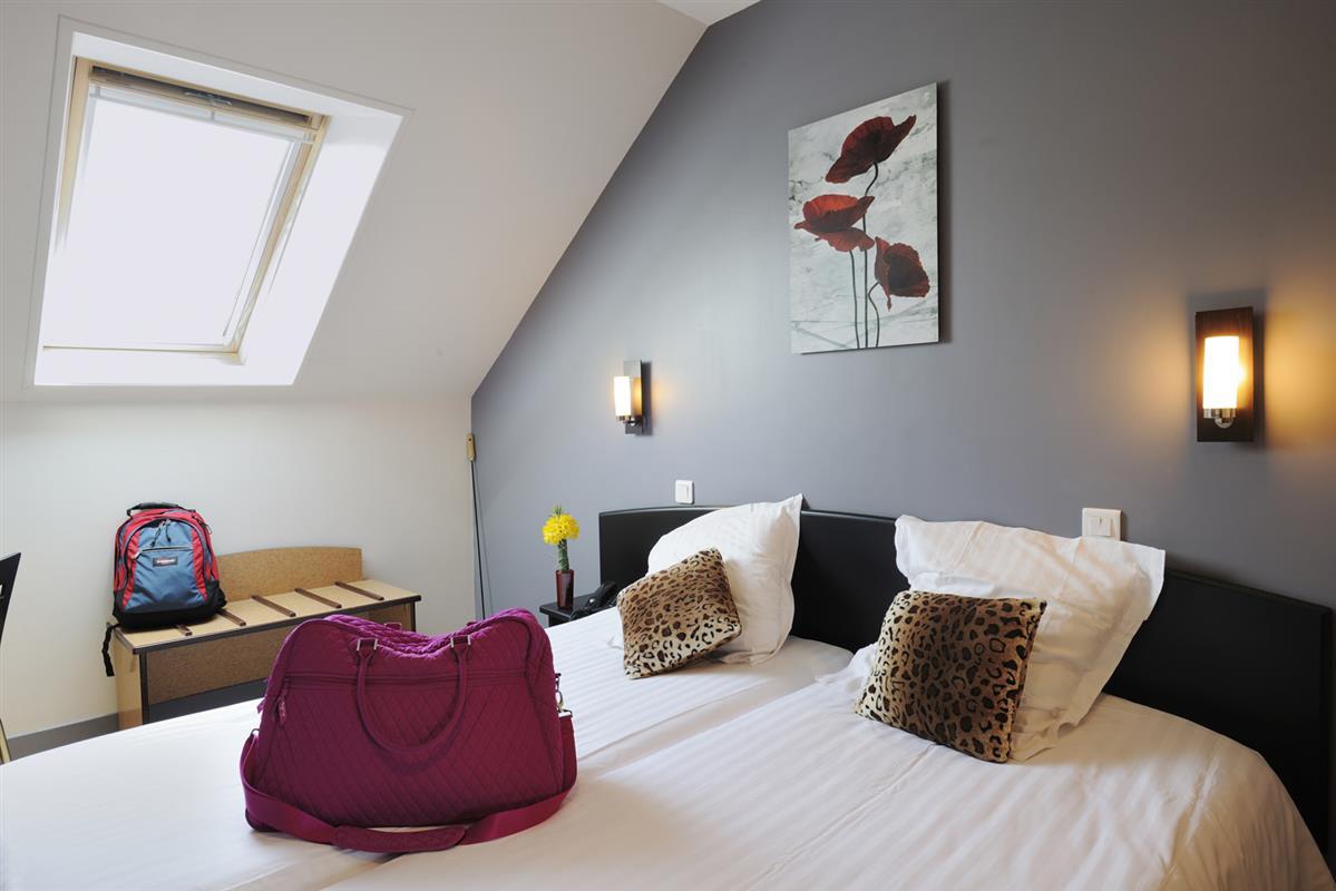 chambre familiale hotel le bayeux hotel bayeux chambres charme confort partir de 50. Black Bedroom Furniture Sets. Home Design Ideas